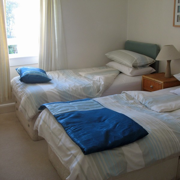 Self Catering St.Andrews :: Ivybank twin bedroom
